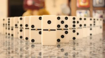 Play domino online